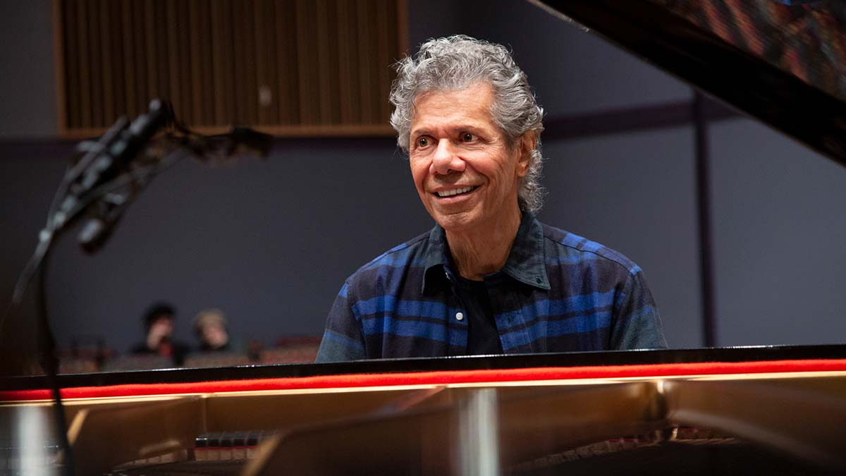 "Featured image for ""LEGENDARY PIANIST CHICK COREA EXPLORES THE LINEAGE OF GREAT COMPOSERS – ON SPIRITED NEW 2-CD/3-LP SOLO ALBUM"""